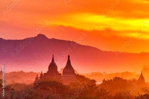 Spoed Fotobehang Oranje eclat Sonnenuntergang über Bagan