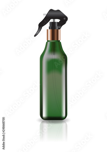 Fotografía  Blank green cosmetic square bottle with spray head for beauty or healthy product
