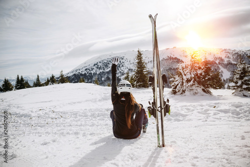 Canvas Print Female skier resting on the ski slope