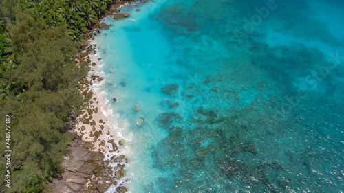 Poster Turquoise Beautiful aerial view of Seychelles beach from a drone perspective