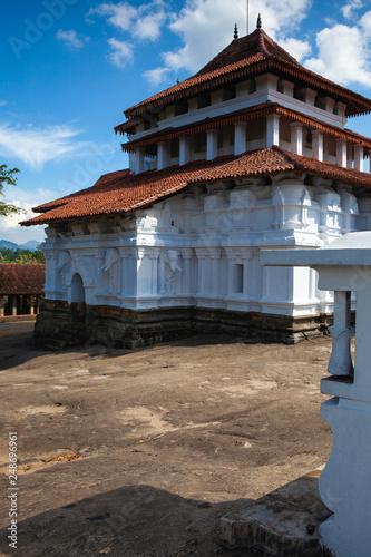 Valokuva  Lankatilaka Vihara is an ancient Buddhist temple situated in Udunuwara of Kandy,