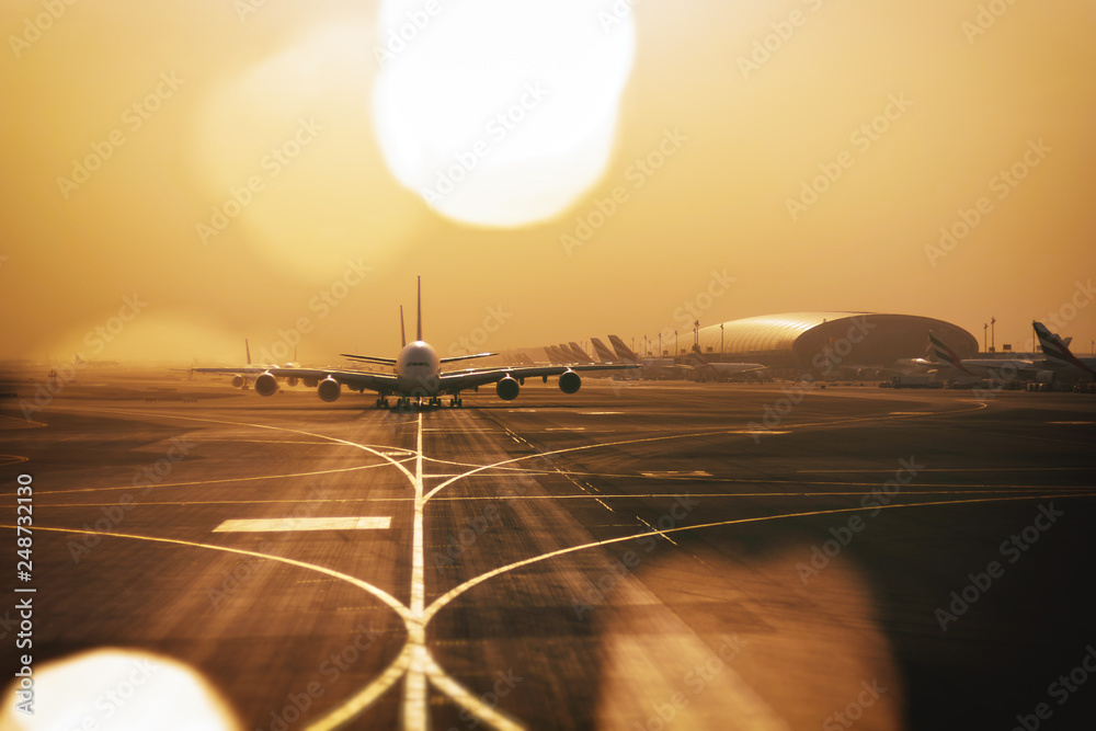 Fototapety, obrazy: Airliners qued up to tax from Dubai airport