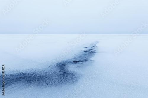 Fotografie, Obraz  fancy patterns on the ice / early morning fog haze on the horizon