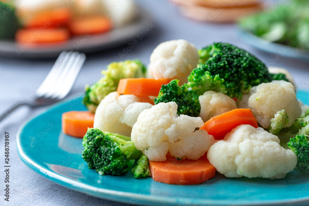 Fototapety, obrazy: Steamed broccoli, cauliflower and carrots. Healthy food.