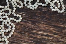Perle Et Fond De Bois