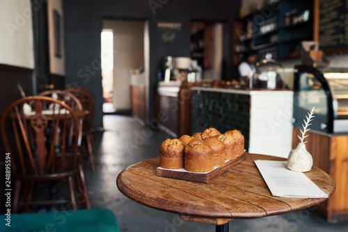 Foto auf Leinwand Brot Delicious muffins sitting together on a bakery table