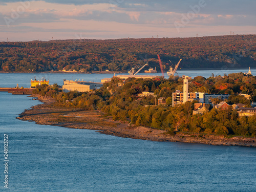 Photographie  Sunset view of the Levis city and St Lawrence River