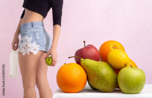 Fotografia  Close up of healthy girl with perfect figure, buttocks and thighs