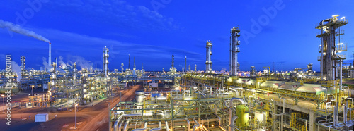 canvas print motiv - industrieblick : refinery plant at night  // Panorama Nachtaufnahme Industrieanlage Raffinerie - industrielle Gebäude
