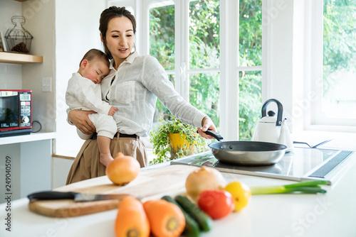 Fotografía  キッチンのママと赤ちゃん