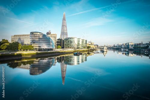 Türaufkleber London Banks of river Thames in London after sunrise