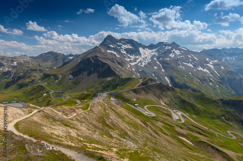 Fotografia  Scenic view of Grossglockner Hochalpenstrasse the high Alpine Road Pass in Austria