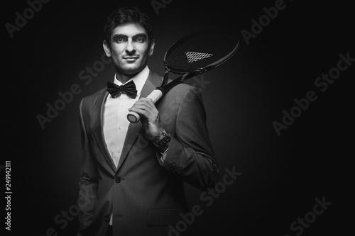 Photo  tennisspieler im anzug