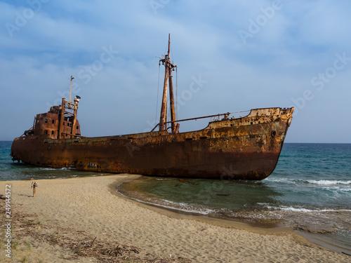 Poster Naufrage Rusty corroding Dimitrios shipwreck on a sandy beach near Gythio, Greece