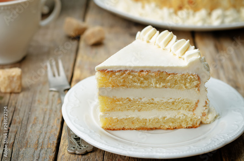 Valokuva Sponge cake with butter cream