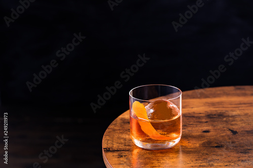 Obraz Refreshing Bourbon Old Fashioned Cocktail - fototapety do salonu