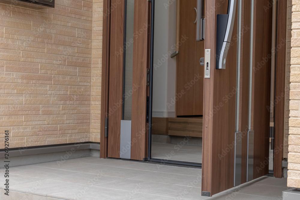 Fototapeta 新築住宅の玄関