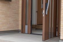 新築住宅の玄関