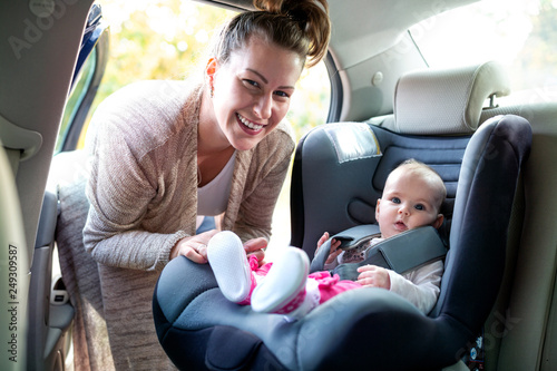 Fotografie, Obraz  - Carrying your baby around in infant car seat