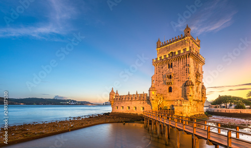 Fotobehang Oude gebouw Belem Tower on the Tagus River in Lisbon