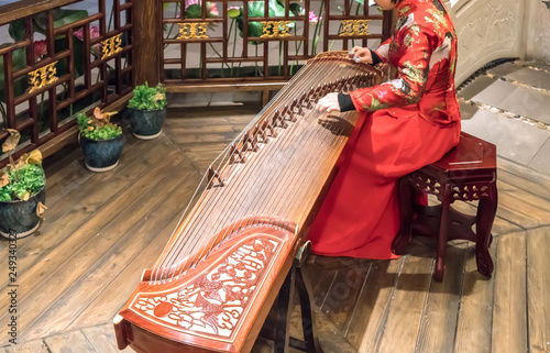 Photo  Women are playing zither, Chinese instruments