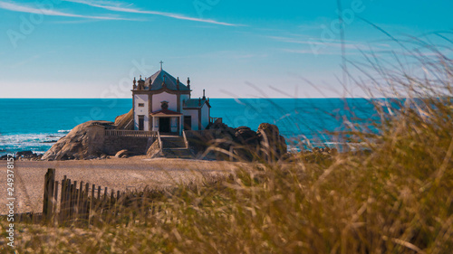 Chappel on the beach in Matosinhos (Porto, Portugal) Fototapet