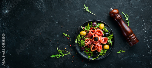 Photo  Salad with Prosciutto, olives and arugula