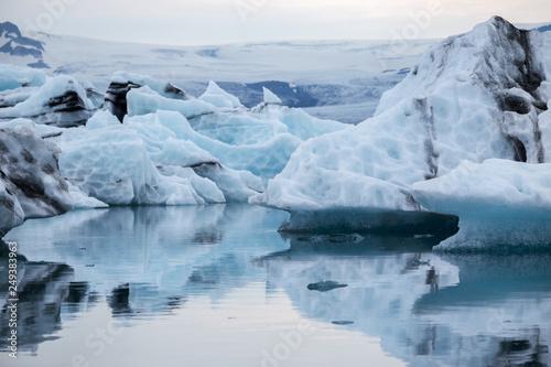 Foto op Aluminium Arctica Floating iceberg fron the melding glacier Jokulsarlon in Iceland