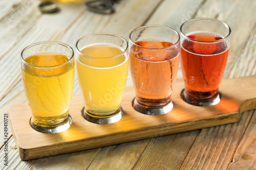 Fotografia Refreshing Hard Cider Flight