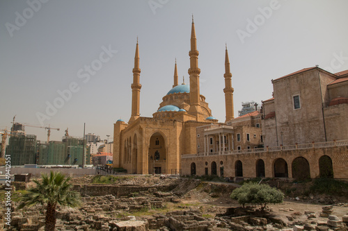 Fotografia  Mohammed-al-Amin-Mosque and Saint Georges Maronite Cathedral, Beirut, Lebanon, M