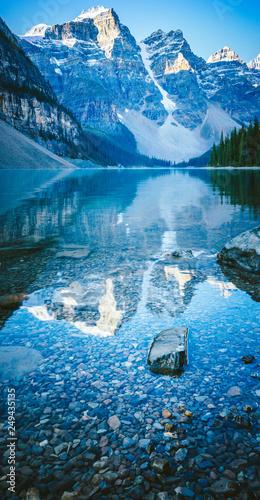 odbicie-gorskie-jezioro-moraine
