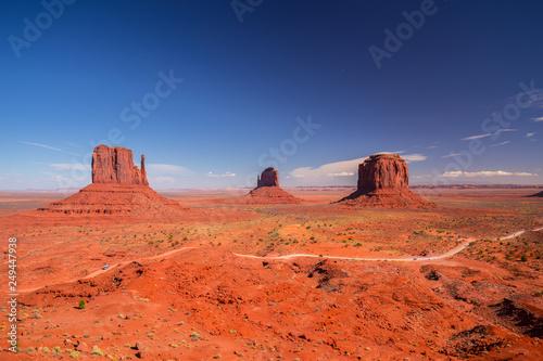Türaufkleber Koralle Monument Valley. Navajo Tribal Park. Red rocks and mountains. Located on the Arizona–Utah border. USA