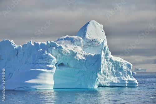 Deurstickers Antarctica Icebergs drift in the ocean.