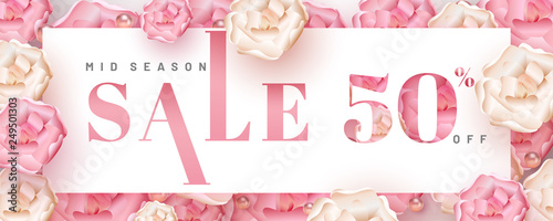Photo  Realistic flowers and pearls decorated pink background for mid season sale header or banner design with 50% discount offer