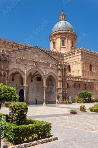 La pose en embrasure Palerme Cattedrale di Palermo, Santa Vergine Maria Assunta, Sicily, Italy