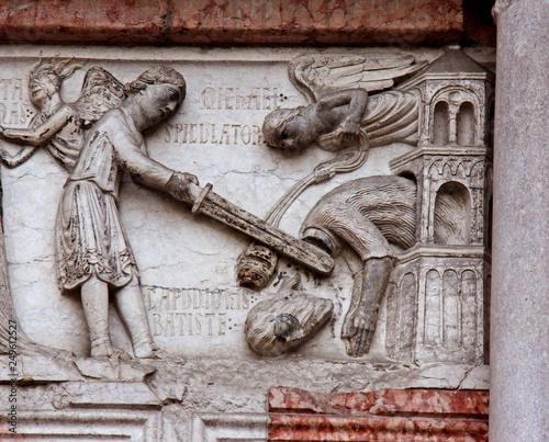 decapitazione di Giovanni il Battista; bassorilievo sull'architrave del portale Tablou Canvas