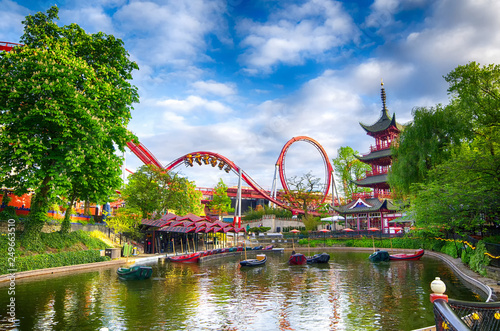 Papiers peints Attraction parc Tivoli lake in Copenhagen, Denmark