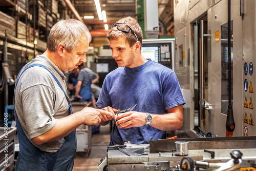 Skilled workers controlling a workpiece xxl+more: bartussek.xmstore