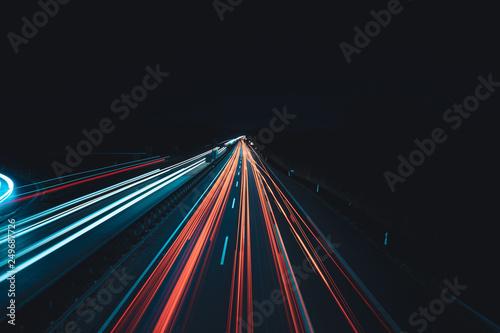 Valokuva  Daten-autobahn in der Nacht