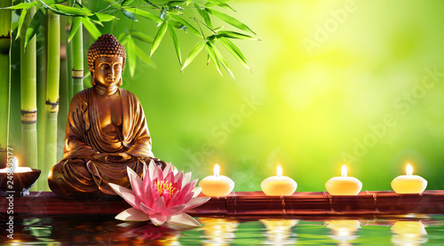 Spoed Foto op Canvas Boeddha Buddha Statue With Candles In Natural Background