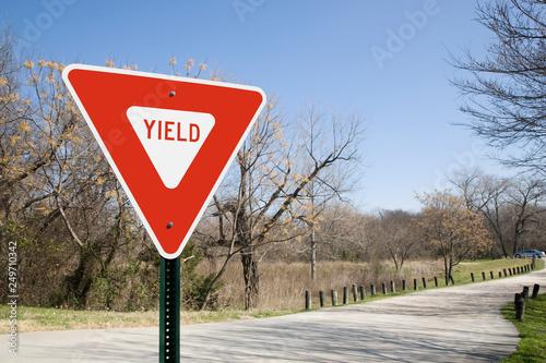 Obraz Yield Sign In A Park - fototapety do salonu