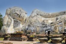 Phra Buddha Sai Yat ,El Buda Reclinado ,mirando Al Este, Wat Lokaya Sutha ,Ayutthaya ,Thailand.