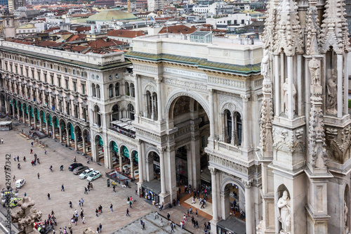 Spoed Foto op Canvas Artistiek mon. Italy: Milan Cathedral square city view.