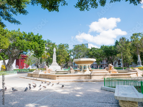 Cuadros en Lienzo Ponce, Puerto Rico, main square in the middle of summer