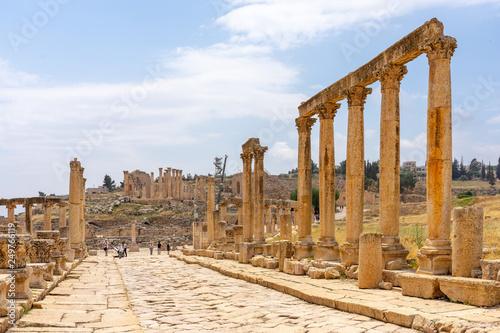 Canvas Print Cardo Maximus, main colonnaded street of the Roman city of Jerash, Jordan