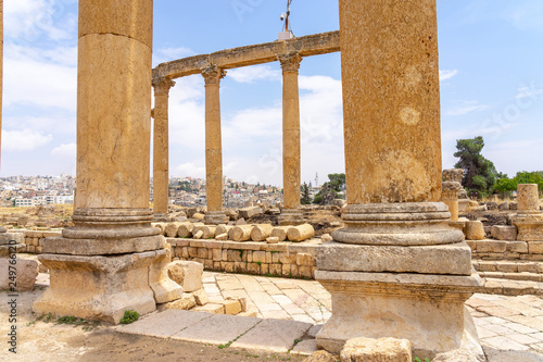 Fototapeta Cardo Maximus, main colonnaded street of the Roman city of Jerash, Jordan