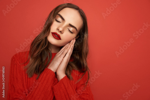 Valokuva  Half length of beautiful lady with closed eyes on color background