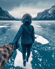 Winter Lake Minnewanka, Abraha...