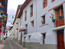 Scenic Quito Streets In The Ol...
