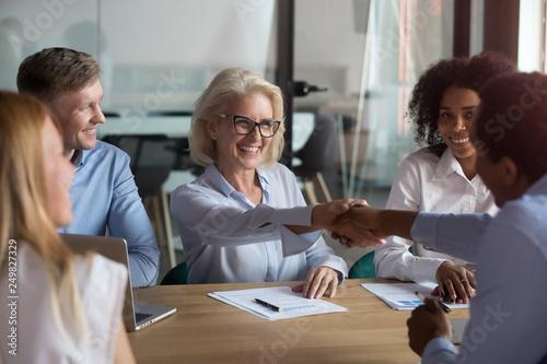 Carta da parati Happy partners shaking hands finish meeting successfully
